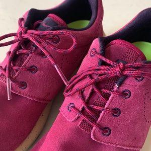 💁♀️Nike Women's Suede Roshe Run Sneakers 7.5
